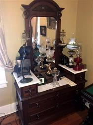 Unreserved Real Estate & Antiques, 1,000+ Kerosene & Oil Lamps Auction - 115
